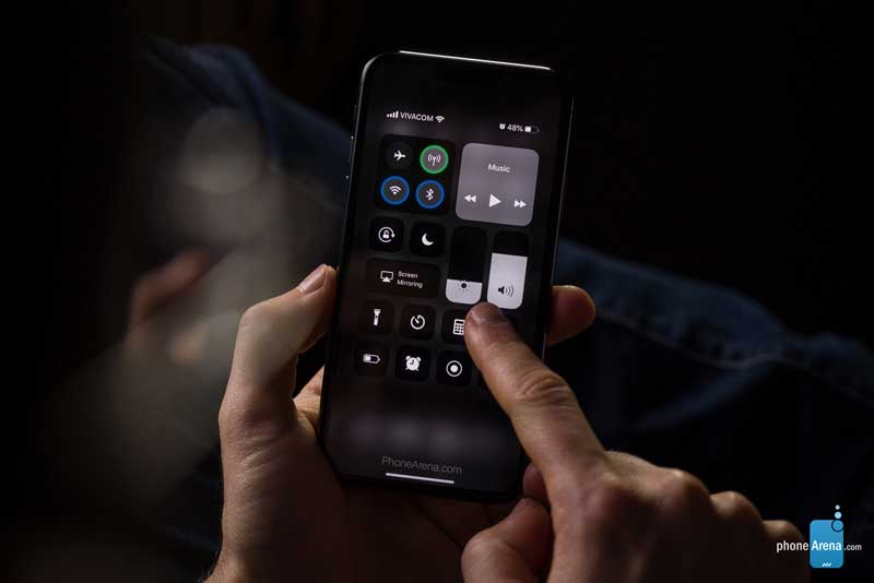 iPhone 11 With iOS 13 Dark Mode